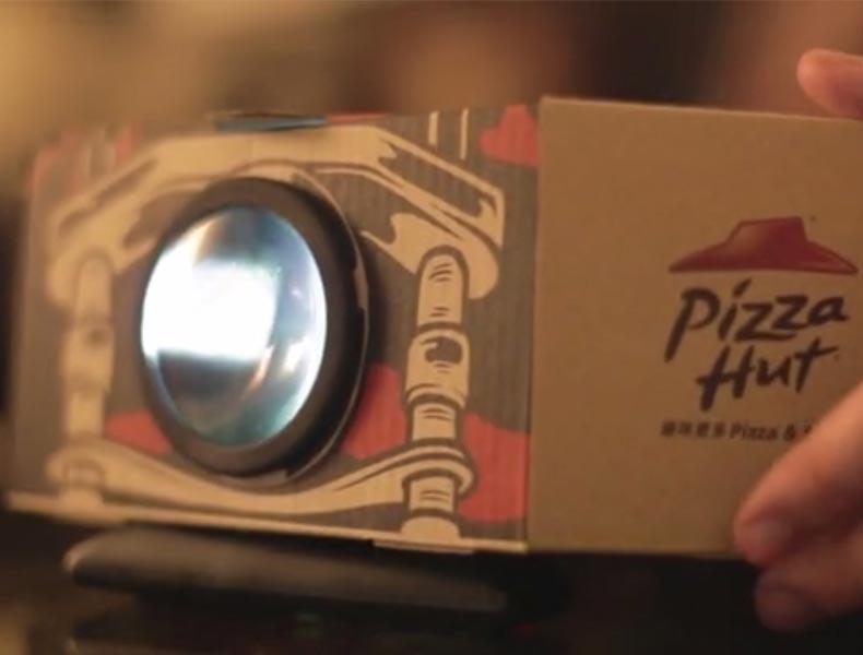 Pizza Hut convierte su packaging en un proyector de cine