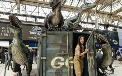 Los velociraptores de Jurassic World invaden la estación Waterloo de Londres