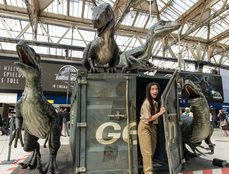 Los velociraptores de Jurassic World invaden la estación Waterloo de Londres