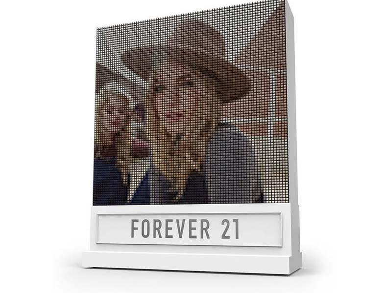 Forever21 crea una pantalla con 6.400 bobinas de hilo